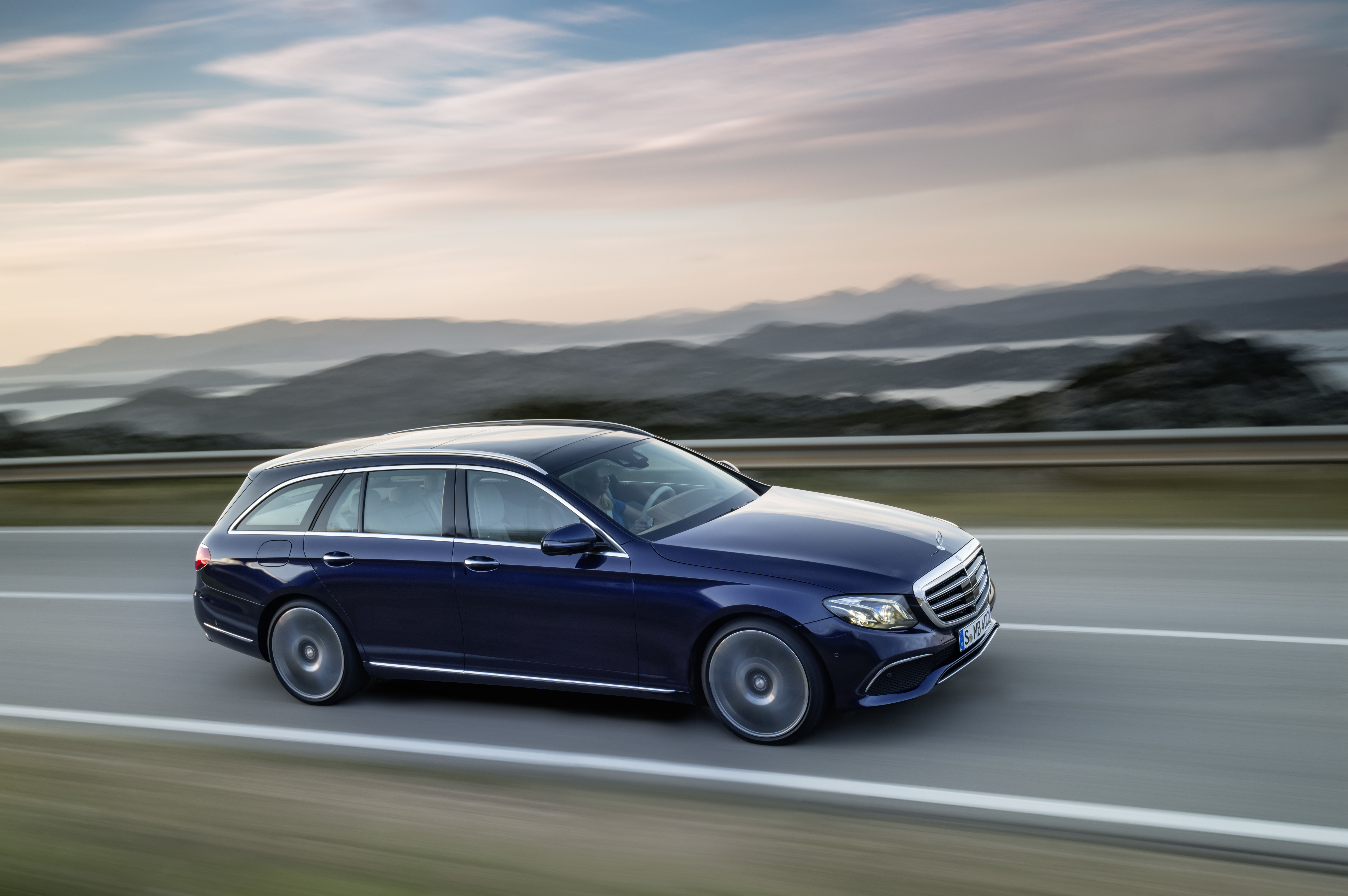 Mercedes-Benz for the first time sells more than 200,000 ...